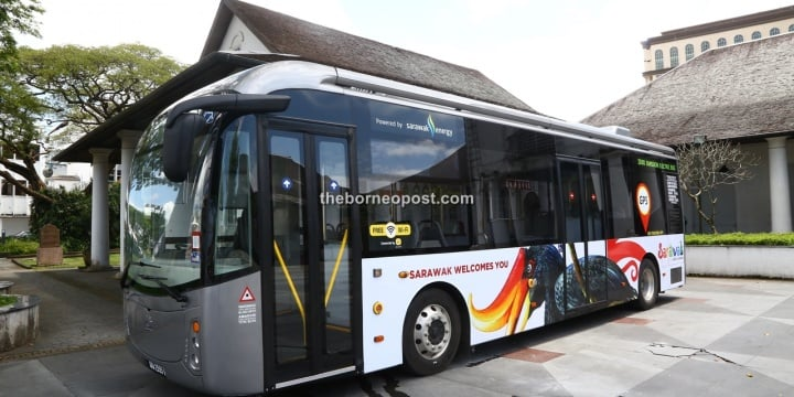 Electric bus debuts on Friday, passengers ride for free for 3 months